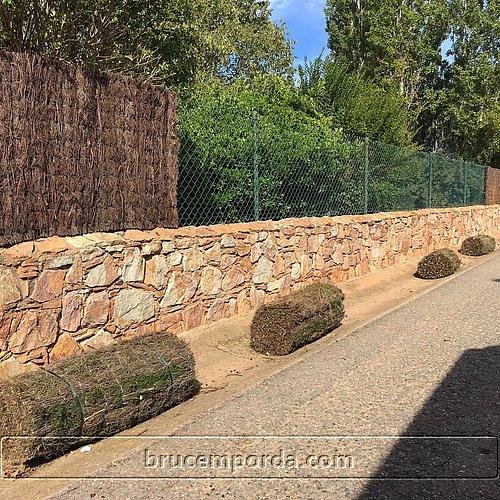 Venta online de bruc natural para vallas de jardin Bruc Empordà